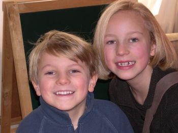 Alice 7 ans et son petit frère